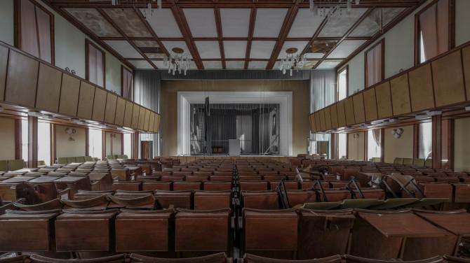Eliteinternat Ballenstedt Theaterbühne letzte Reihe © Bernd Wonde