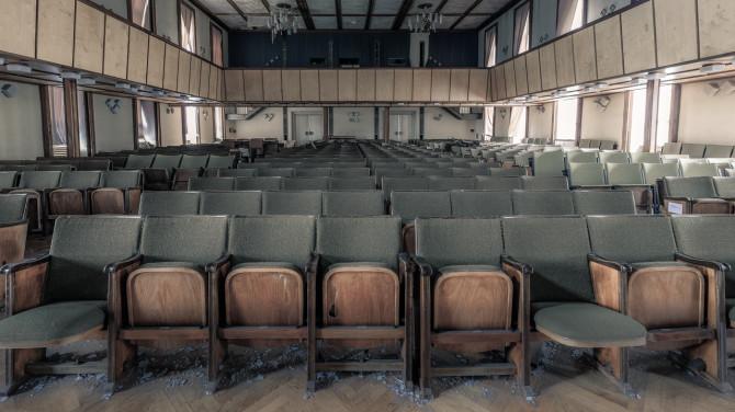 Eliteinternat Ballenstedt Theatersaal erste Reihe © Bernd Wonde
