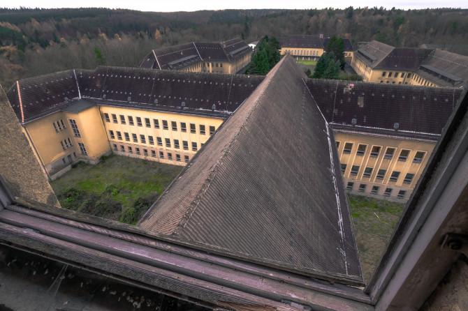 Eliteinternat Ballenstedt Dachfenster Aussicht © Bernd Wonde