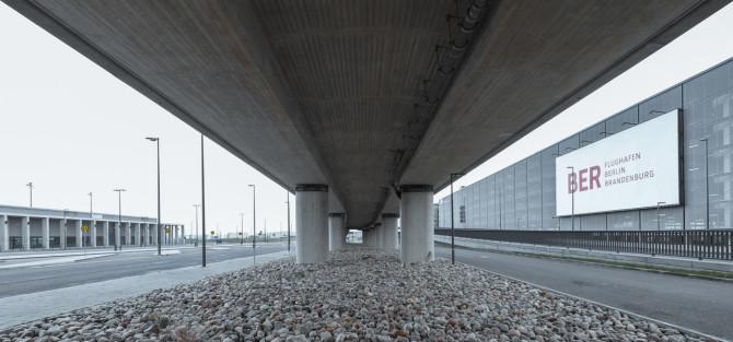 Flughafen BER Auffahrt Fundament © Bernd Wonde