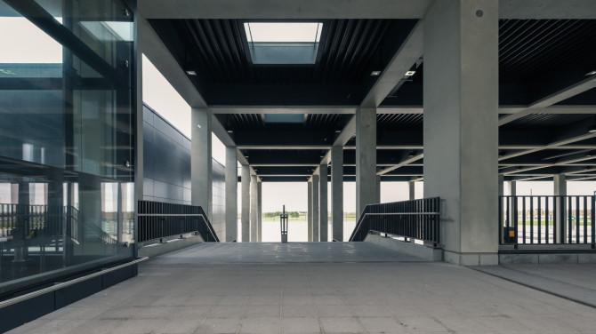 Flughafen BER Übergang Hauptplatz © Bernd Wonde