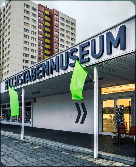 Buchstabenmuseum Berlin Außenaufnahme II © Bernd Wonde