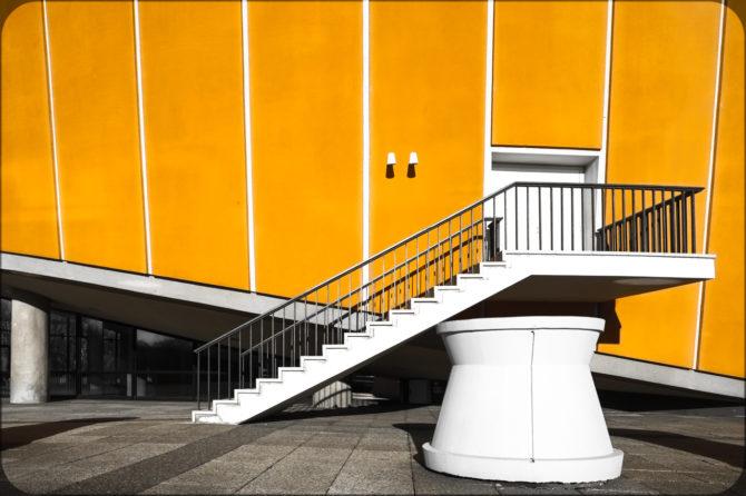 Haus der Kulturen der Welt Außeneingang II © Bernd Wonde