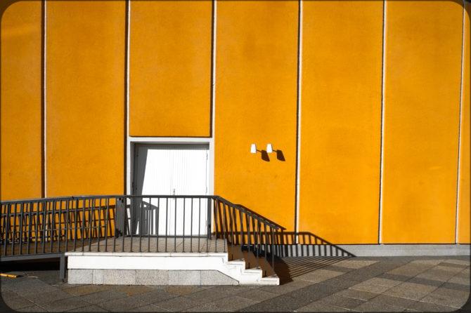Haus der Kulturen der Welt Außeneingang III © Bernd Wonde