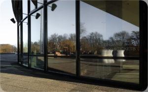 Haus der Kulturen der Welt Fensterspiegelung © Bernd Wonde