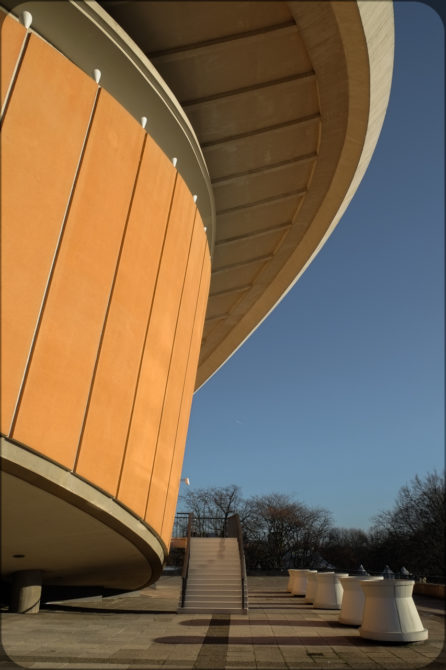 Haus der Kulturen der Welt Außenansicht II © Bernd Wonde
