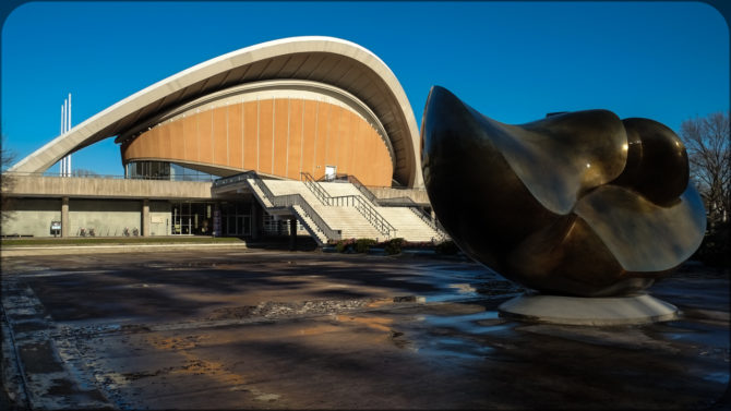 Haus der Kulturen der Welt Außenaufgang © Bernd Wonde