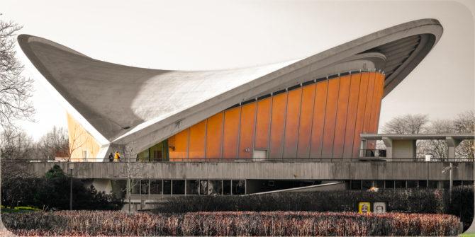 Haus der Kulturen der Welt Seitenansicht II © Bernd Wonde