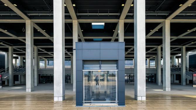 Flughafen BER Ankunft Ausgang © Bernd Wonde