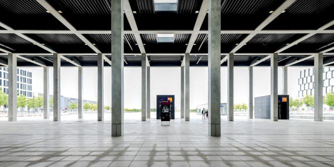 Flughafen BER Ankunft Ausgang Hauptplatz © Bernd Wonde