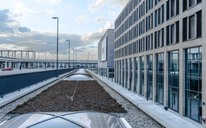 Flughafen BER Rückseite Verwaltung © Bernd Wonde