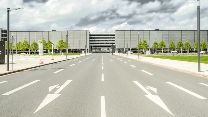 Flughafen BER Vorfahrt Abflug © Bernd Wonde