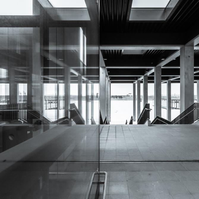Flughafen BER Übergang Spiegelung © Bernd Wonde