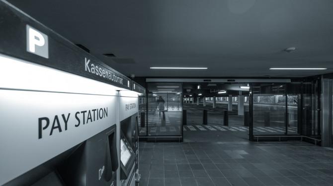 Flughafen BER Parkhaus Kassenautomat © Bernd Wonde