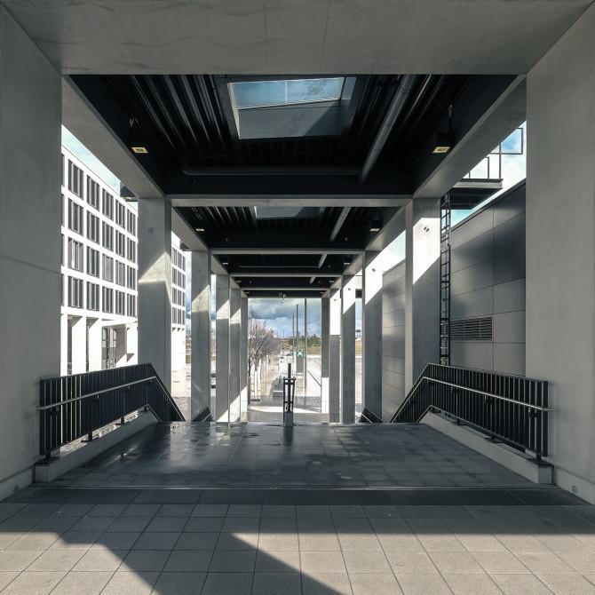Flughafen BER Übergang Seitengang © Bernd Wonde