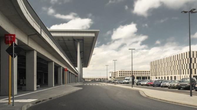Flughafen BER Vorfahrt Abflug II © Bernd Wonde